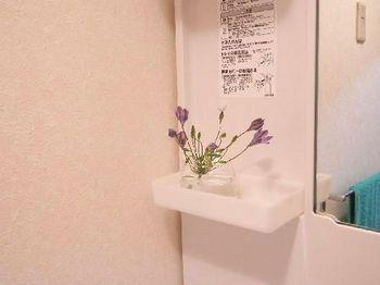 洗面所の花.JPG