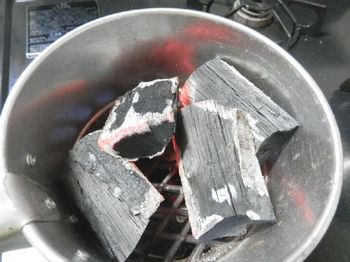 炭を熾す.JPG