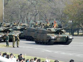 観閲敷 戦車.jpg